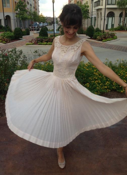 vintage dress twirl, www.erinsnotions.com