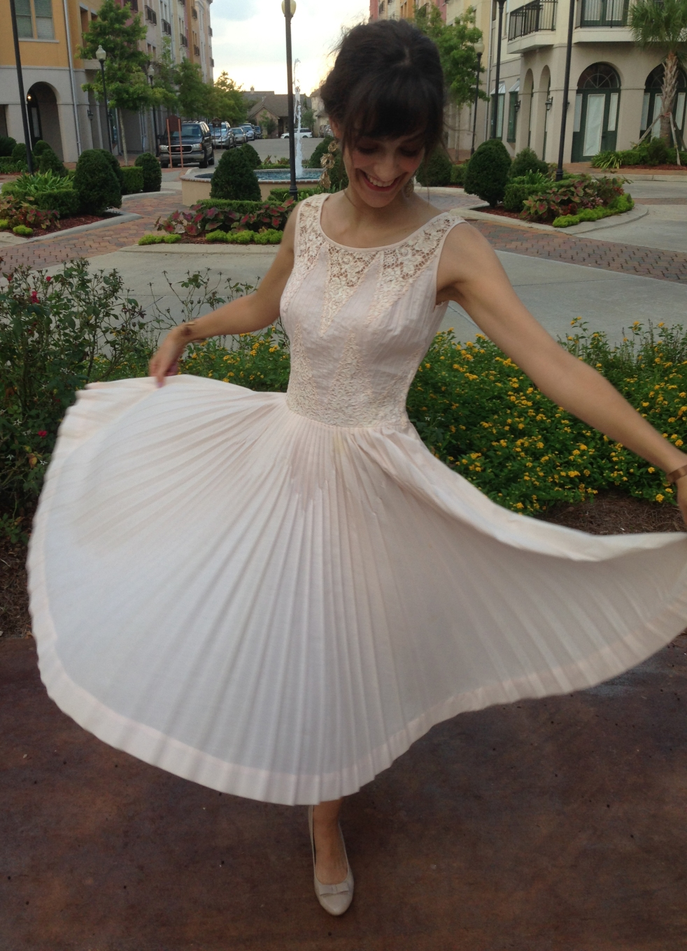vintage dress twirl, www.erinsnotions.com