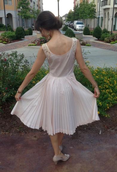 vintage dress for modern day, www.erinsnotions.com