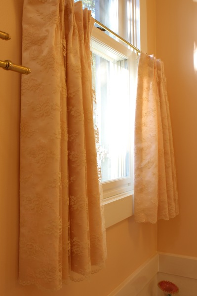 lace overlay on bathroom cafe curtains