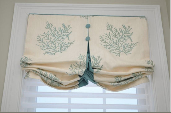 Contrast color detail on custom valance